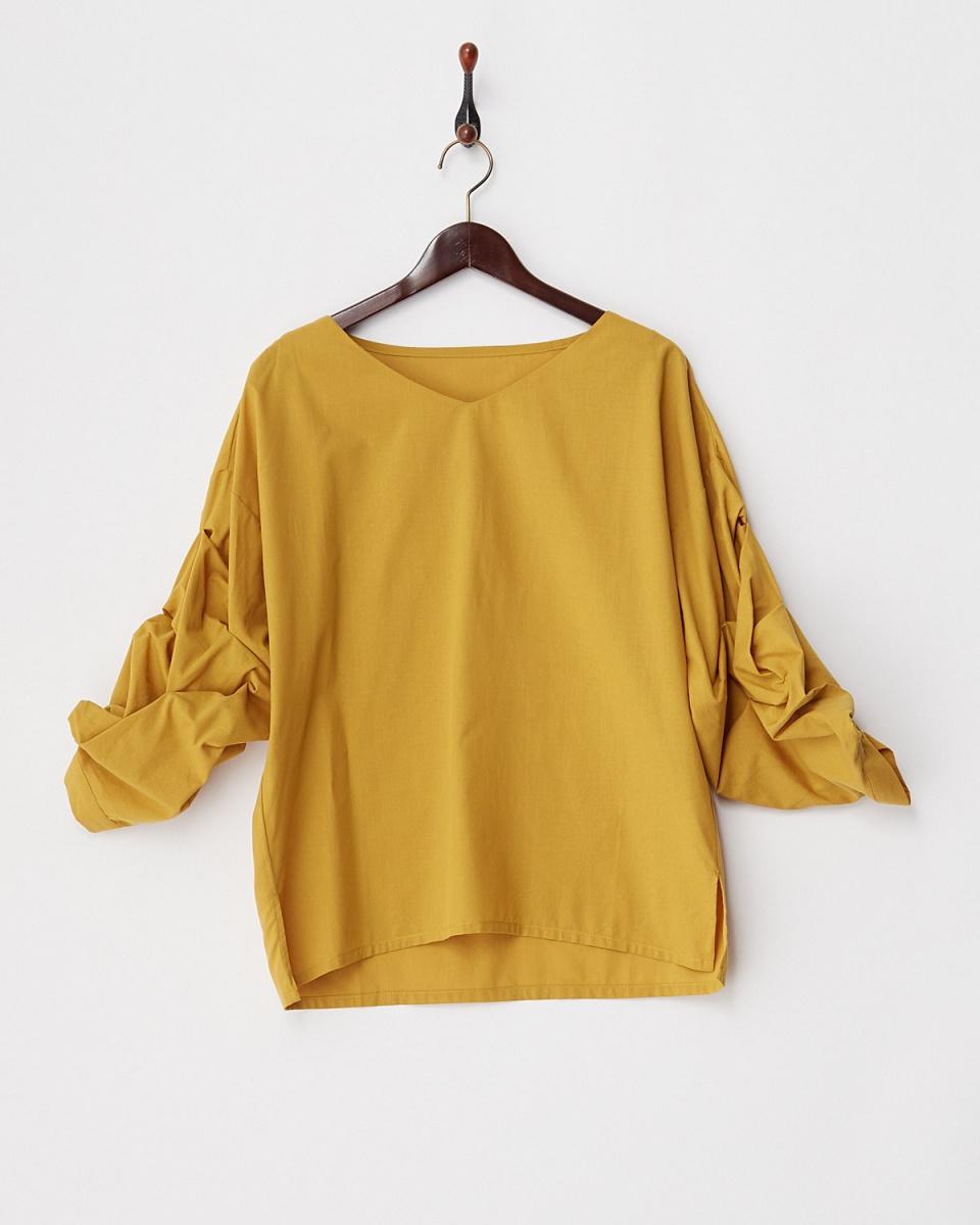 人类第二场合/芥末卷钉套棉V领衬衫○72-1629 /女装