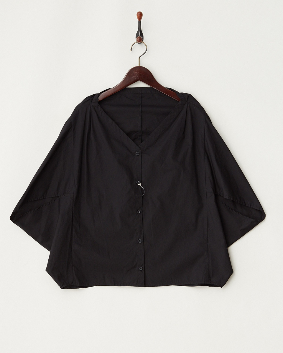 LucyPearl / black V-neck drape shirt / Women's
