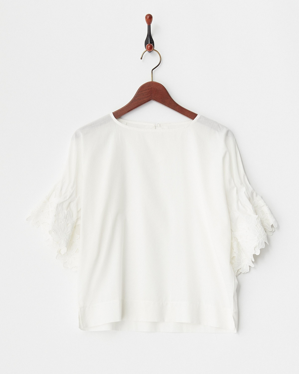 Human 2nd Occasion / off-white flower with lace sleeve blouse ○ 82-1631 / Women's