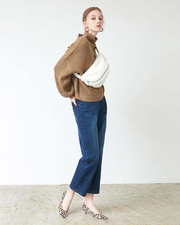 titivate / off-white eco fur body bag ○ ASXP2064