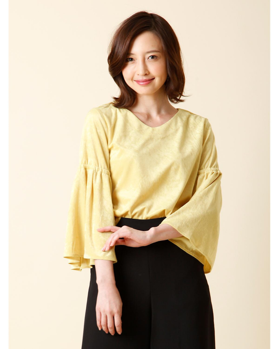 7-ID concept. / Mustard 2 No color flare sleeve blouse 7-ID concept. ○ 7074182005 / Women's