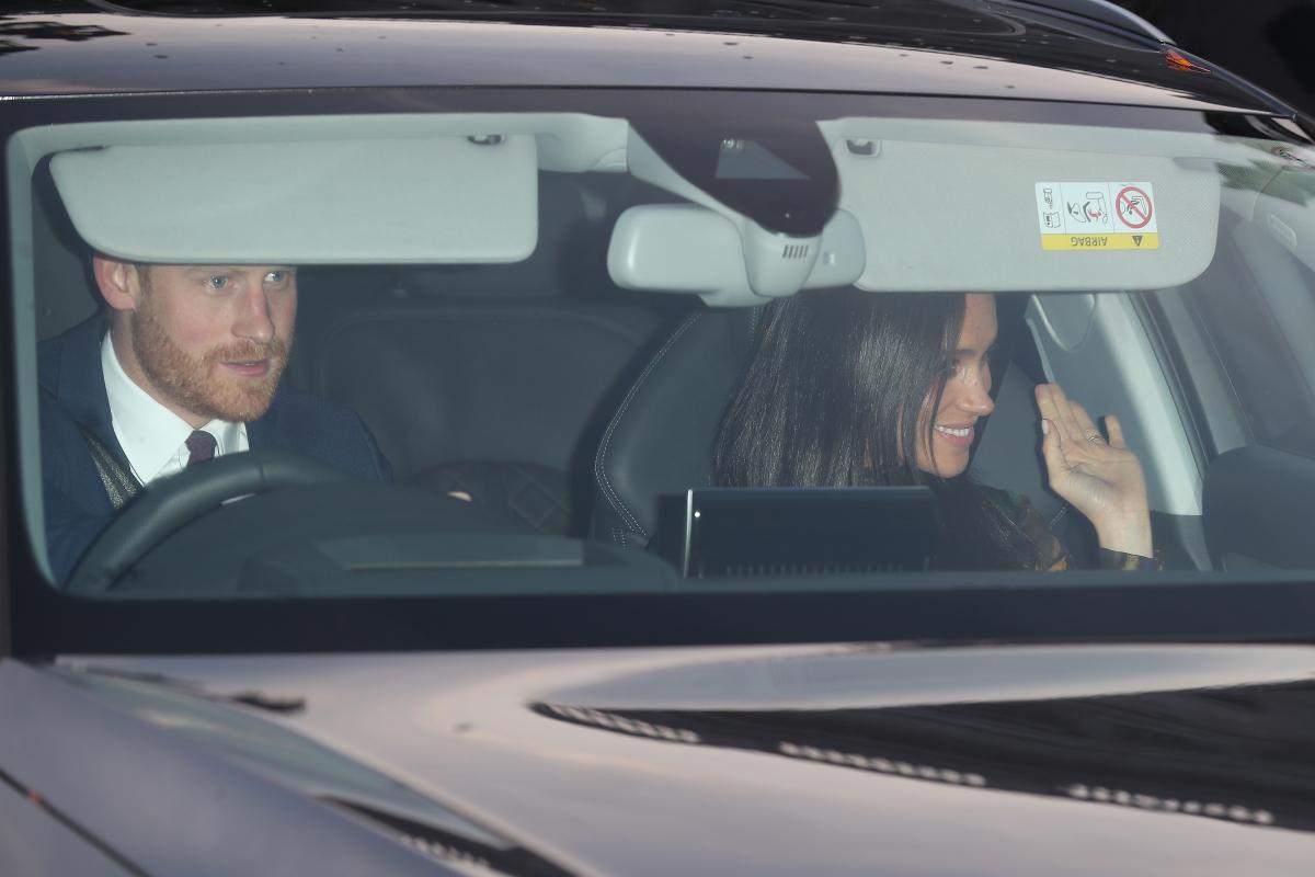 車中から手を振るメーガン妃。Photo:Getty Images