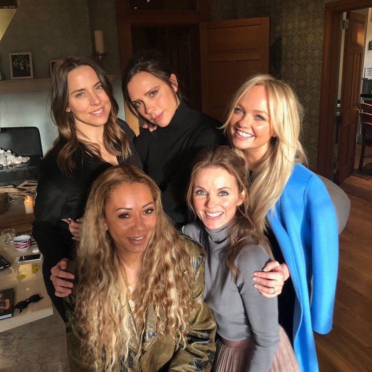写真上段左から:メラニー・チズム、ヴィクトリア・ベッカム、エマ・バントン、下段左から:メラニー・ブラウン、ジェリ・ハリウェル。Photo : Instagram (victoriabeckham)