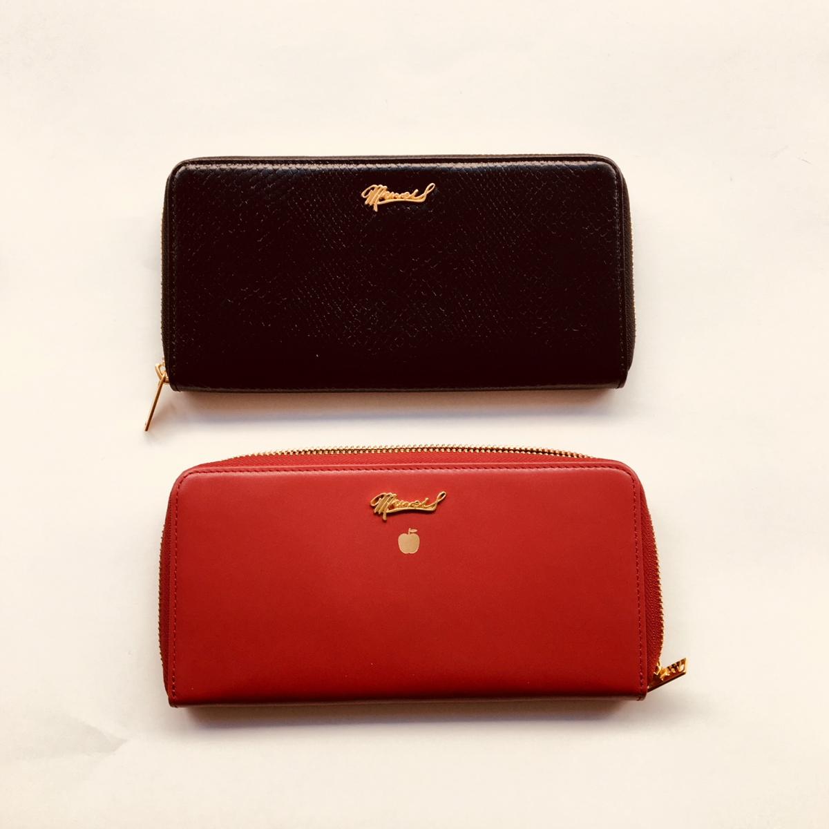 長財布各¥25,000。こちらもミニミニ財布と同じく、黒×マスタードイエロー、チェリーレッド×アップルグリーンの2色。